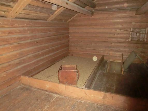 Andra våningen i härbret med skäppmått