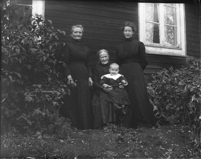 Mor mormor Kristina & Lill-Märta 1912