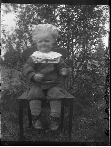 http://www.busvebacken.se/HansEricssonFoton/BringåsenSkola?action=AttachFile&do=get&target=tmp.webnail.104_josef_hansson_f_1902.jpg
