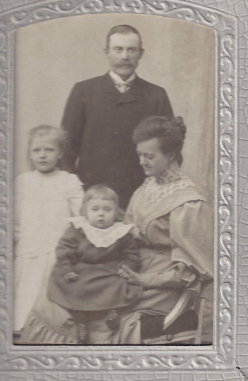 Fam Lars Eriksson omkr 1908