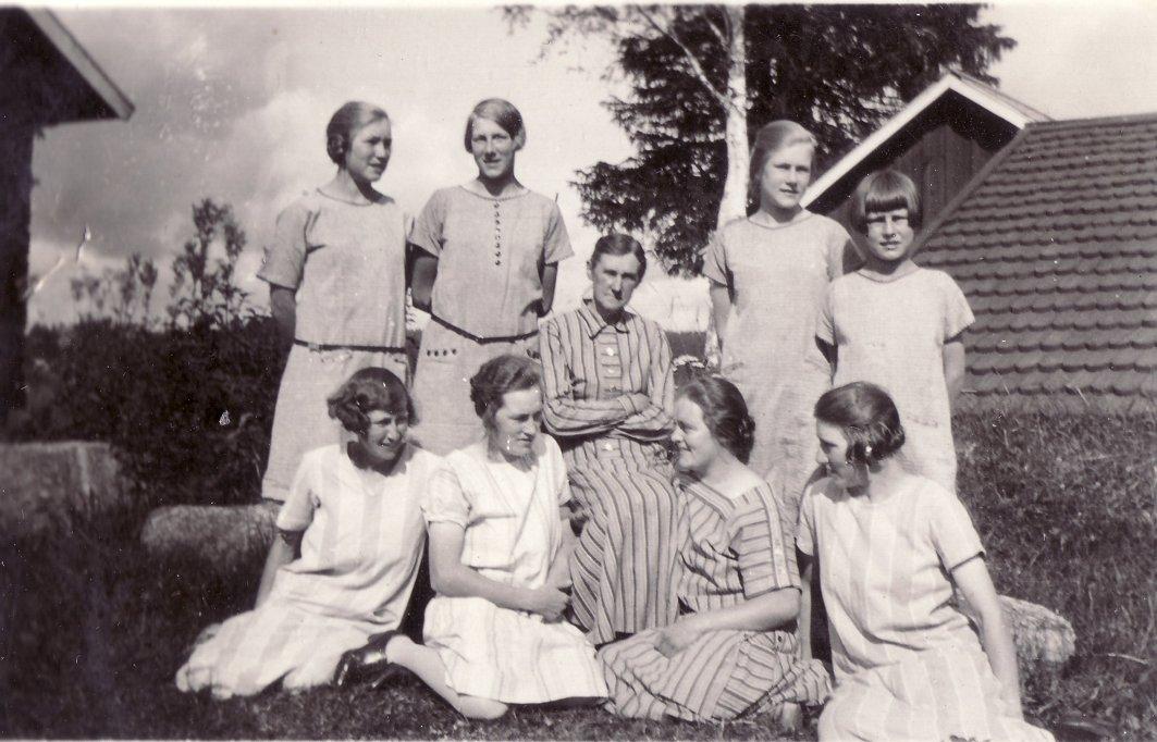 Klöstanäs pigor omkr 1927