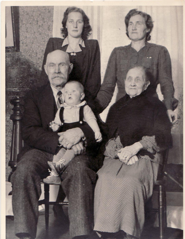 Fem generationer Nilsson i Torsgård