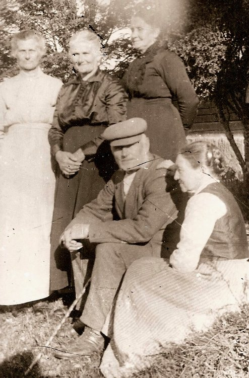 Nicke o Ingeborg med Gertrud, Maria, Henrietta