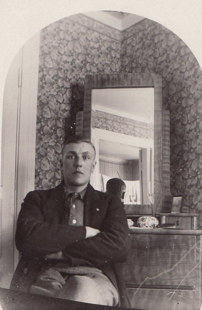Nisse skomakare omkr 1935 i gamla gården