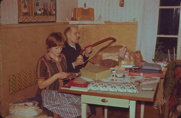 Kökshörnan med Nisse och Inger julen 1961